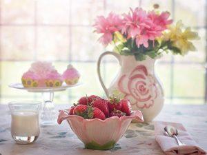 strawberries-in-bowl-summer-fruit-breakfast